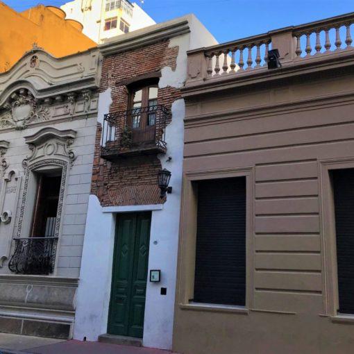 La casa más angosta de Buenos Aires está en San Telmo.